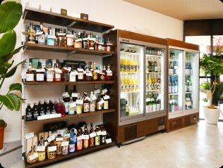 店内お酒の陳列棚